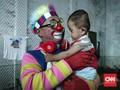 FOTO : Aksi Badut Sembuhkan 'Luka' Anak Korban Tsunami Banten