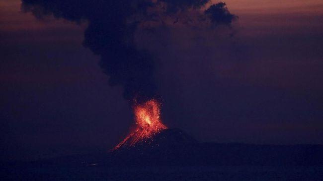 BNPB Pastikan Status Awas Anak Krakatau adalah Hoaks