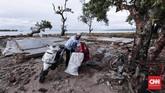 Desa Sumber Jaya, Kecamatan Sumur, Pandeglang, merupakan salah satu lokasi paling parah dan saat ini sudah bisa tembus, 26 Desember 2018.(CNNIndonesia/Safir Makki)