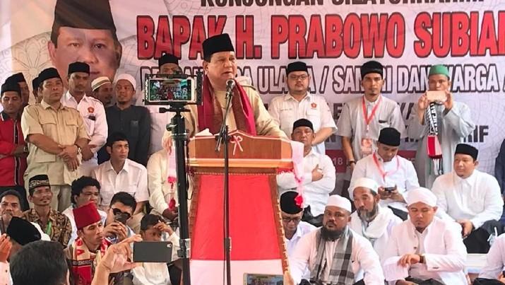 Pesawat itu dibeli dari hasil patungan rakyat Aceh berupa uang maupun perhiasan.