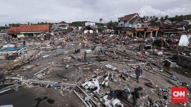 Pemda Bangun Ulang Warung Pinggir Pantai yang Tersapu Tsunami