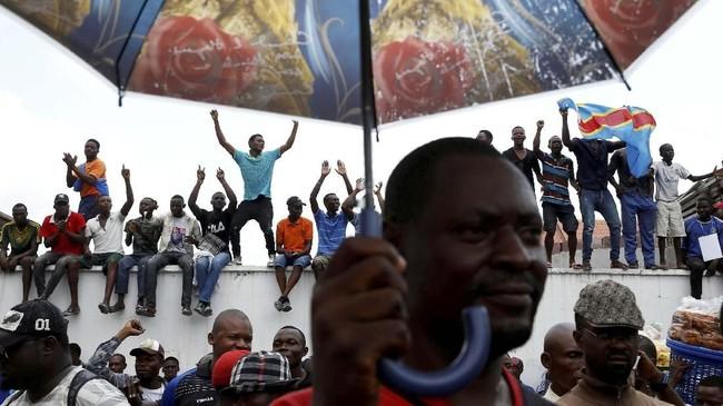 Pendukung Felix Tshisekedi, pemimpin partai oposisi utama di Kongo, UDPS, menghadiri ajang pemilihan umum di Kinshasha, Kongo. (REUTERS/Baz Ratner)