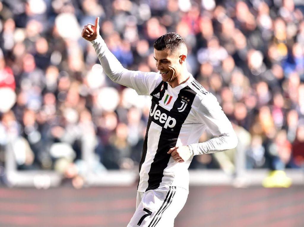 Cristiano Ronaldo mendapat suara terbanyak di antara barisan penyerang. Pada 2018, saat masih memperkuat Real Madrid, ia menjuarai Liga Champions dengan status sebagai top skorer. Foto: Denis Doyle/Getty Images