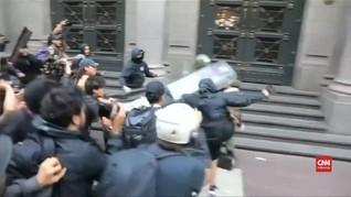 VIDEO: Pedemo Penembakan Mapuche 'Serang' Polisi di Santiago