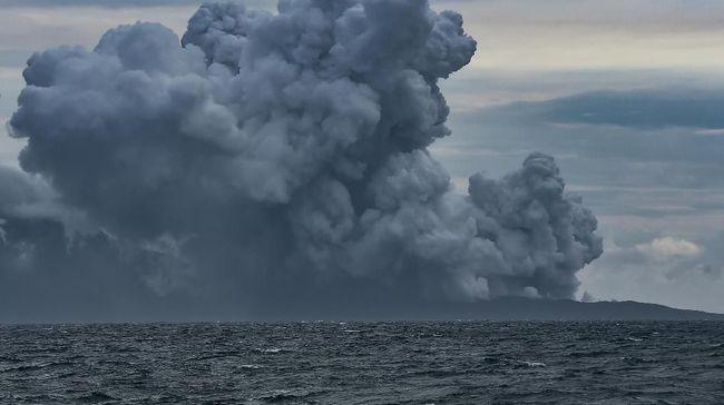 Mbah Rono Ragukan BMKG soal Gunung Anak Krakatau Picu Tsunami