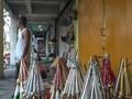VIDEO: Jelang Tahun Baru, Pengrajin Trompet Banjir Rezeki
