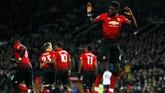 Paul Pogba merayakan gol pertama ke gawang Bournemouth. Gelandang asal Perancis itu kembali bersinar di bawah asuhan manajer Ole Gunnar Solskjaer. (Reuters/Jason Cairnduff)