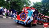 Wahana mobil kereta menjadi salah satu favorit bagi pengunjung Ragunan, terutama mereka yang membawa anak kecil. Wahana ini mengajak pengunjung mengitari area kebun binatang tersebut. (CNN Indonesia/ Harvey Darian)