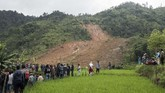 Longsor terjadi Senin (31/12) malam saat hujan deras mengguyur kawasan berbukit tersebut. ANTARA FOTO/M Agung Rajasa/nz.