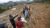 Belakangan data korban tewas terus berubah seiring dengan terus ditemukannya korban yang semula dilaporkan hilang.(AFP)