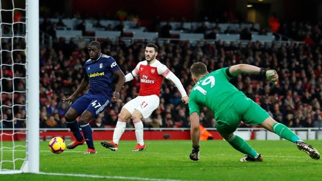Fulham sempat membuat pertandingan menjadi menarik setelah Aboubakar Kamara memperkecil kedudukan menjadi 1-2 lewat gol pada menit ke-69. (REUTERS/Eddie Keogh)