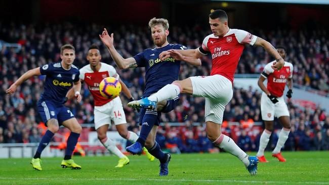 Arsenal membuka keunggulan pada menit ke-25 melalui gol Granit Xhaka yang sukses meneruskan umpan lambung Alex Iwobi. (REUTERS/Eddie Keogh)