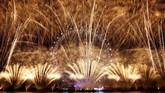 Perayaan tahun baru di sekitar London Eye. Tahun baru di kota ini biasanya juga ditandai dengan lonceng Big Ben. (AFP/Adrian Dennis)