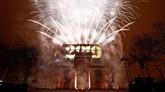 Pesta kembang api menandakan dimulainya Tahun 2019 di Arc de Triomphe, Paris,Prancis. Tahun baru di Paris berjalan aman meski ada seruan aksi kelompok