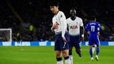 Penyerang Tottenham Hotspur Son Heung-min merayakan gol ke gawang Cardiff City dengan menari. (REUTERS/Rebecca Naden)