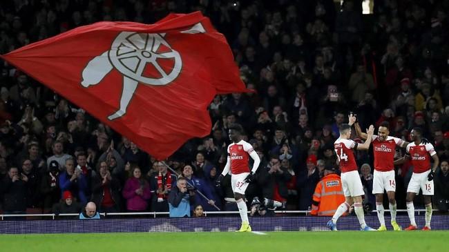 Kemenangan 4-1 atas Fulham membuat Arsenal tetap di peringkat lima klasemen sementara Liga Primer Inggris dengan 41 poin, terpaut dua poin dari Chelsea. (REUTERS/Eddie Keogh)