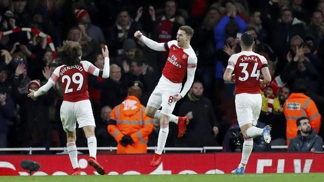 Aaron Ramsey kemudian menjawab kepercayaan Unai Emery dengan menciptakan gol ketiga Arsenal pada menit ke-79 setelah memanfaatkan bola rebound hasil tendangan Pierre-Emerick Aubameyang. (REUTERS/Eddie Keogh)