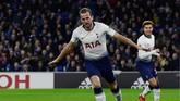 Harry Kane merayakan gol ke gawang Cardiff City. Bomber timnas Inggris itu saat ini sudah mengoleksi 14 gol di Liga Primer Inggris. (REUTERS/Rebecca Naden)