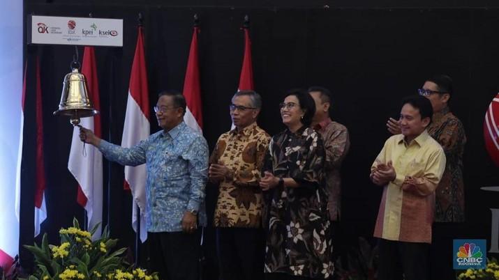 Detik-detik Darmin Buka Perdagangan Saham 2019