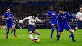 Gol ketiga Tottenham diciptakan Son Heung-min pada menit ke-26. Penyerang asal Korea Selatan itu berhasil meneruskan umpan Harry Kane. (REUTERS/Rebecca Naden)