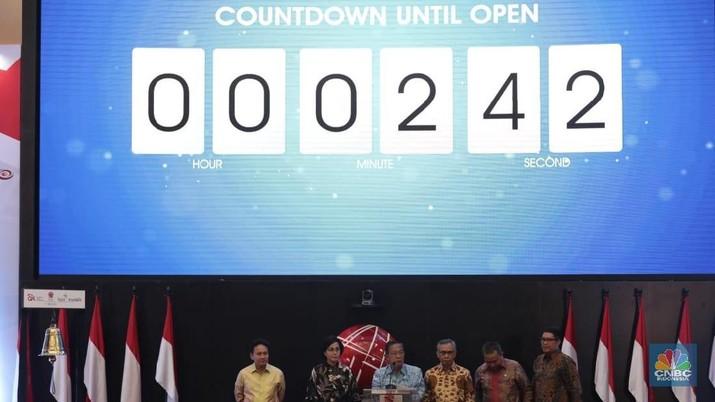 Menko Perekonomian Darmin Nasution ditunjuk membuka perdagangan saham tahun 2019 di BEI menggantikan Presiden Joko Widodo (Jokowi) yang berhalangan hadir.