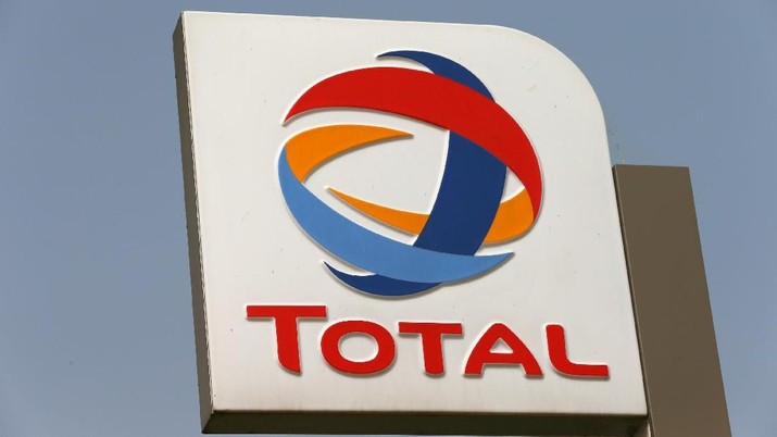 FILE PHOTO: The logo of Total oil company is pictured in Abuja, Nigeria October 18, 2017. REUTERS/Afolabi Sotunde - RC1A255692F0/File Photo
