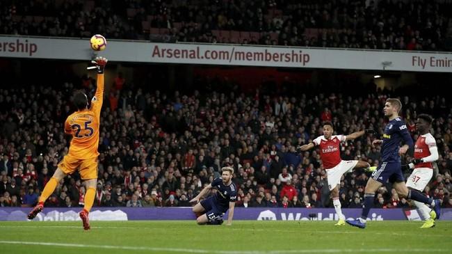 Kemenangan besar Arsenal ditutup lewat gol Pierre-Emerick Aubameyang pada menit ke-83 usai menerima umpan Sokratis Papastathopoulos. (Reuters/John Sibley)