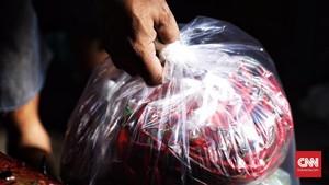 Swalayan di Thailand Ganti Kemasan Plastik dengan Daun Pisang