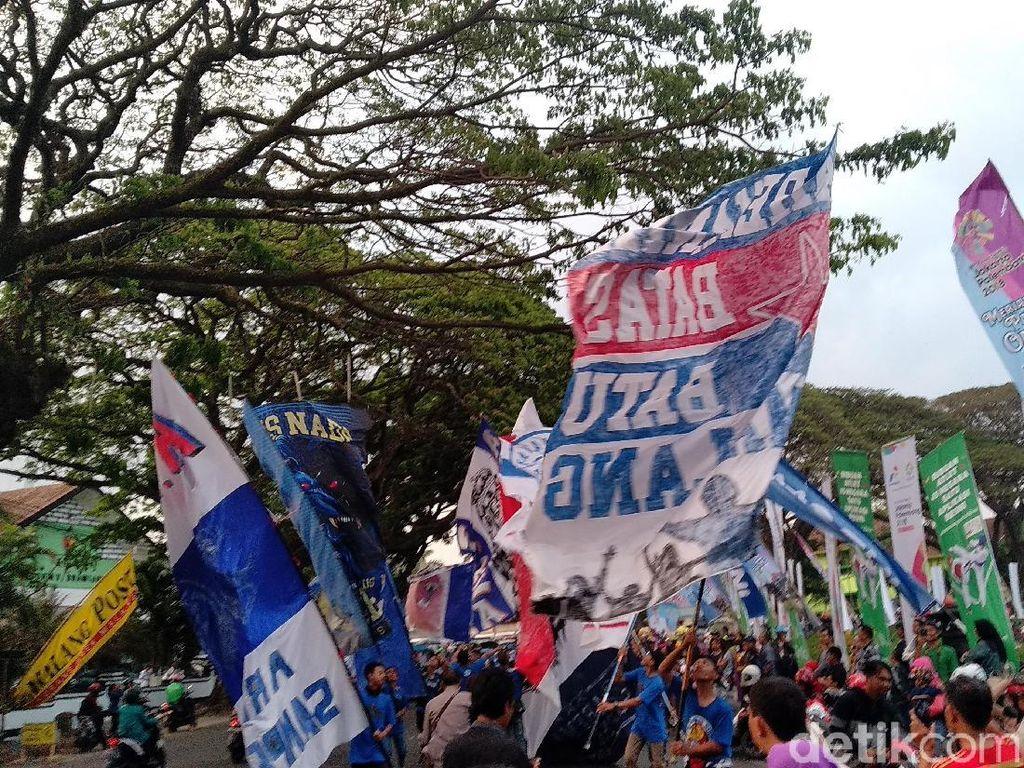 Sebanyak 190.802 arek-arek Malang mendukung Arema FC di Liga 1 2018. Nyaris dua kali lipat lebih sedikit dari rivalnya di Jatim, Persebaya. Foto: Muhammad Aminudin/detikSport