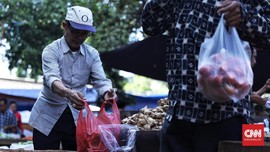 Kantong Berbayar Tak Selesaikan Karut Marut Plastik