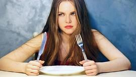 Cara Mengatasi Gangguan Makan karena Stres 'di Rumah Aja'