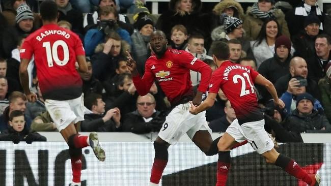 Romelu Lukaku menjadi pembuka keunggulan Manchester United atas Newcastle setelah menyambar bola muntah yang gagal ditangkap dengan baik oleh Martin Dubravka pada menit ke-64. (Action Images via Reuters/Lee Smith)