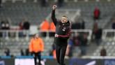 Ole Gunnar Solskjaer merayakan kemenangan keempat bersama Manchester United. (REUTERS/Scott Heppell)