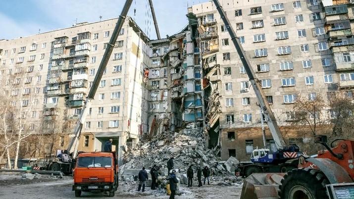 Apartemen Ambruk, 10 Orang Masih Hilang
