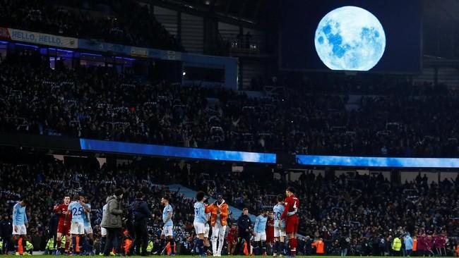 Manchester City membukukan kemenangan 2-1 dalam laga terakhir pekan ke-21 Liga Inggris 2018/2019. Man City kini terpaut empat poin dari Liverpool di puncak klasemen. (Action Images via Reuters/Jason Cairnduff)