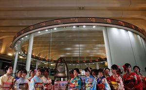 Penguatan Yen & Brexit Tak Jelas, Bikin Bursa Tokyo Koreksi
