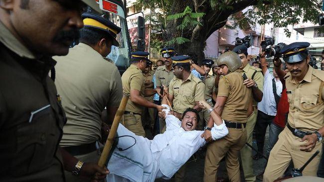 Polisi dan Advokat India Adu Jotos Gara-gara Lahan Parkir