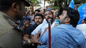 Protes Uang Kuliah Naik, Mahasiswa dan Polisi India Bentrok