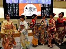 Cantiknya Para Wanita Berkimono Saat Pembukaan Bursa Tokyo