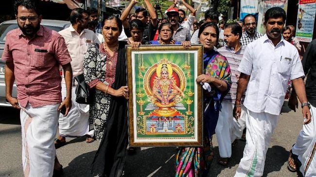 Protes Meluas, Satu Perempuan Kembali Masuk Kuil India