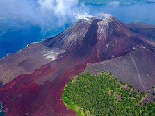 Status Anak Gunung Krakatau Turun Jadi Waspada