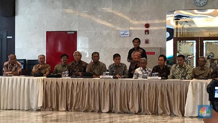 Jonan: Tidak Ada Rencana Naikkan Harga BBM & Listrik di 2019