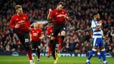 Klub papan atas Liga Inggris lainnya, Manchester United juga berhasil memetik kemenangan2-0 saat menjamu Reading. Juan Mata menjadi pemain terbaik dalam laga ini dengan catatan satu gol.(REUTERS/Phil Noble)