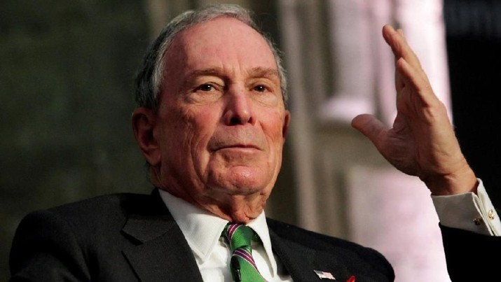 Former New York City Mayor Michael Bloomberg addresses the audience next to billionaire Carlos Slim (not pictured) during a forum in Mexico City, Mexico December 1, 2016. REUTERS/Carlos Jasso/File photo