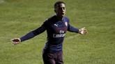 Pemain muda Arsenal Joe Willock jadi bintang kemenangan Arsenal usai mengemas dua gol ke gawang Blackpool. (Reuters/Carl Recine)