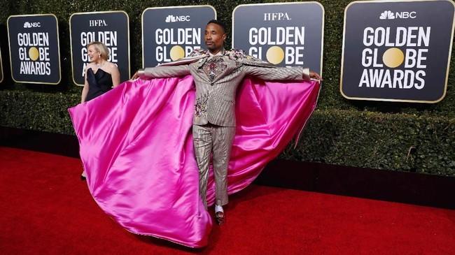 Aktor 50 tahun ini tak pernah gagal mencuri perhatian lewat busananya yang ajaib. Billy Porter mengenakan setelan jas dengan detail embroidery bunga-bunga plus mantel panjang. (REUTERS/Mike Blake)