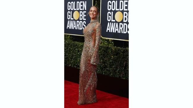 Kristin Cavallari mengenakan gaun emas berbahan tipis ke Golden Globe Awards. Gaun transparan yang berkilauan itu memperlihatkan lekuk tubuhnya yang langsing. REUTERS/Mike Blake