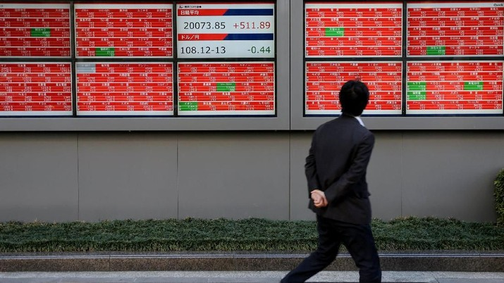 A man is reflected on an electronic board showing a graph analyzing recent change of Nikkei stock index outside a brokerage in Tokyo, Japan, January 7, 2019. REUTERS/Kim Kyung-Hoon