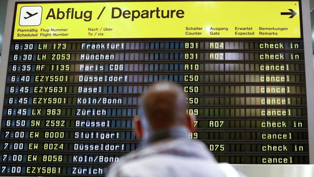 Sekitar 80 penerbangan diperkirakan akan dibatalkan selama pemogokan empat jam di Bandar Udara Internasional Berlin Tegel dan Schönefeld, pembatalan tersebut terdiri dari 60 Penerbangan di Tegel dan 20 di Schönefeld yang diperkirakan akan menyebabkan penundaan dandibatalkannya penerbangan. (REUTERS/Fabrizio Bensch)