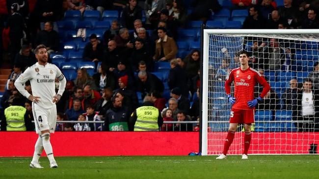 Di saat berusaha mencari gol penyama kedudukan, Real Madrid malah kebobolan lagi oleh Ruben Pardo. (REUTERS/Juan Medina)